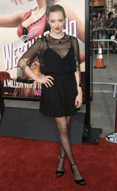 УРОКИ СТИЛЯ: АМАНДА СЕЙФРИД  Стиль одной из самых очаровательных молодых актрис Голливуда удивительно прост, а потому носим чёрное платье с туфлями на шпильках. Ярким пятном станет карминовая помада! #весналето2014, #мода, #fashion, #стиль, #тренд, #totallook, #аманда_сейфрид #ysl https://vk.com/lamodaru?w=wall-24190570_29327