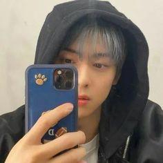 Cha Eunwoo Astro, Cha Eun Woo, Cute Guys, Aesthetic Wallpapers, Kpop, Selfie, Phone, Telephone, Cute Teenage Boys