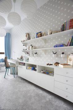 ściany w pokoju dla dziecka tapeta