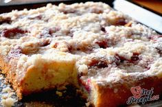 Quick plum cake with sprinkles, Czech Recipes, Ethnic Recipes, Plum Cake, Easy Cake Recipes, Fall Desserts, Baking Pans, Banana Bread, Good Food, Food And Drink