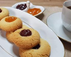 Εύκολα Σουηδικά κουλουράκια με μαρμελάδα !!! ~ ΜΑΓΕΙΡΙΚΗ ΚΑΙ ΣΥΝΤΑΓΕΣ 2 Muffin, Cookies, Breakfast, Desserts, Food, Crack Crackers, Morning Coffee, Tailgate Desserts, Deserts