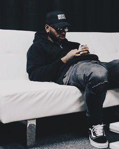 Post with 40 votes and 15687 views. Mode Hip Hop, Black Men Street Fashion, Bryson Tiller, Black Boys, Chris Brown, 70s Fashion, Vintage Fashion, Mode Style, Swagg