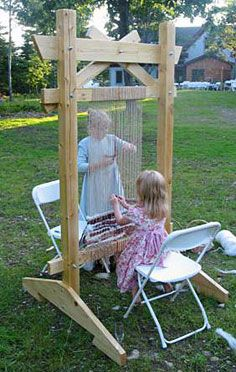 Story loom, freestanding with feet
