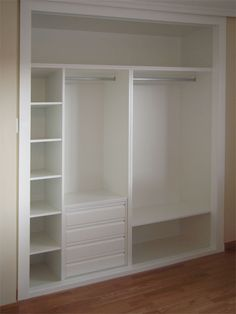 Armario blanco Walk In Closet, Closet Small, Master Closet, Baby Room Closet, Small Closet Design, Closet Organisation, Organization Ideas, Toddler Closet Organization, Bedroom Organization