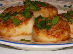 South Beach Diet - (don't use flour for browning in phase 1) Kalyn's Kitchen: Recipe for Sauteed Scallops with Garlic (Kalyn's Kitchen Cooks The Best Recipes in the World)