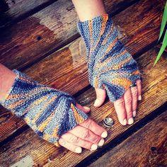 Starburst Fingerless Gloves Knitting Pattern