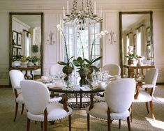 Round Dining Tables: Ideas and Tips