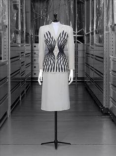 'Esperanto' suit | Label: Carven | France, Spring-Summer 1951 | Material: wool | Palais Galliera, Musée de la mode de la Ville de Paris
