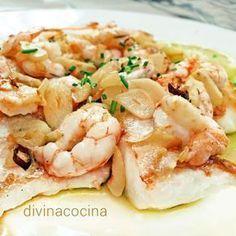 Esta receta de merluza con gambas al ajillo es rápida y sabrosa, siempre de lujo. Se puede preparar con cualquier pescado blanco a tu gusto, rape, rosada, mero...
