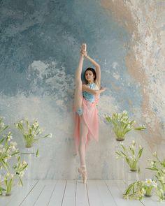 Trendy Street Dancing Tips Ideas Ballet Art, Ballet Dancers, Ballerinas, Ballet Dance Photography, Dancing Drawings, Ballet Pictures, Dance Images, Grace Beauty, Dance Poses