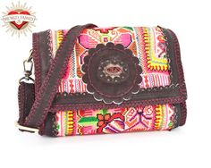 Nightbag Small Lovely handcrafted clutch/shoulderbag.Large antique handembroidered tribal panel and an ancient handmade centerpiece. Round-cut model, easy on the shoulder. Full leather lining, with handy pockets inside. Comes with a 145 cm shoulderstrap, for multiple use(belt, shoulderstrap....)