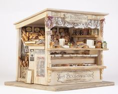Workshop 'La Boulangerie' door Iris Arentz (Beurs Apeldoorn - this is adorable! Vitrine Miniature, Miniature Rooms, Miniature Crafts, Miniature Houses, Miniature Furniture, Dollhouse Furniture, Dolls House Shop, Doll Shop, Doll Houses
