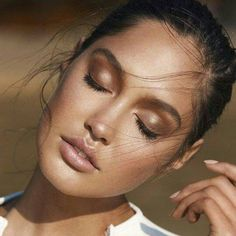 The weather's looking gloomy today, but this bronzed make up look has us dreaming of soaking up the sun. Who else wishes they looked this glamorous on the beach? Make Up by Ania Milczarczyk.