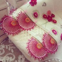 This Pin was discovered by eli Romanian Lace, Needle Lace, Eminem, Coin Purse, Embroidery, Products, Lace, Tricot, Hardanger