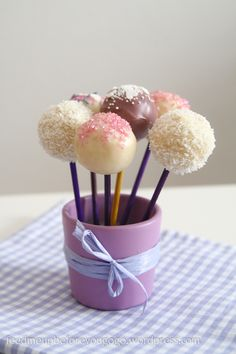 Cakepops with Almond Cake