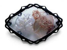 Pin The Kiss, 1904-1906    René LALIQUE  Silver and glass