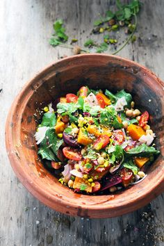our la salade : 1 petite patate douce – 2 petites betteraves crues (ou cuites à défaut) – 1 vingtaine de tomates cerise – ½ oignon rouge – 90g de pois chiche cuits au naturel – 1 petit bouquet de coriandre – 1vingtaine de petites feuilles de menthe (ou une dizaine si elles sont plus grandes) déchirées grossièrement) – 1 ou 2 càs dDorian cuisine.com Mais pourquoi est-ce que je vous raconte ça... : Et si septembre s'annonçait très salades et très coloré ? Salade multicolore du sud du sud au…