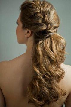 trenzas-de-moda-pelo-largo-ondulado-medio-recogido-trenza-al-lado-romántico