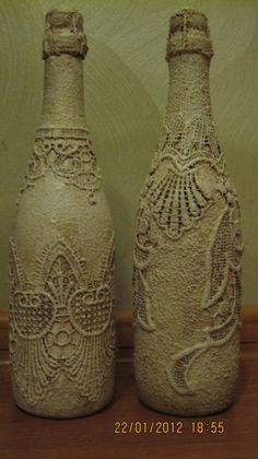 Wine Bottle Art, Painted Wine Bottles, Diy Bottle, Bottle Vase, Bottles And Jars, Glass Bottles, Crafts With Glass Jars, Glass Bottle Crafts, Diy Lace Jars