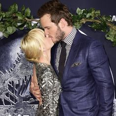 Pin for Later: Chris Pratt and Anna Faris Show Sweet PDA at the Jurassic World Premiere