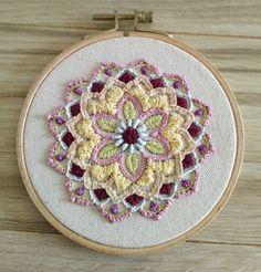 """אופיר רקמה על הדפס """"ג'וליקה"""" מנדלה עשירה ומרהיבה ביופיה Hand Embroidery, Stitching, Cute, Inspiration, Mandalas, Embroidery, Costura, Stitches, Biblical Inspiration"""