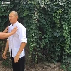 Fight Techniques, Martial Arts Techniques, Self Defense Techniques, Krav Maga Techniques, Self Defense Moves, Self Defense Martial Arts, Martial Arts Workout, Martial Arts Training, Gym Workout Videos