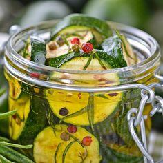 Zucchini Chips, Zucchini Salsa, Zucchini Pickles, Pickled Zucchini, Antipasti Zucchini, Make Sun Dried Tomatoes, Homemade Chips, Growing Veggies, Cooking Chef