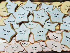 Love you to the moon and back cloud stars and moon cookie favors baby shower #carinaedolce www.carinaedolce.com www.facebook.com/carinaedolce