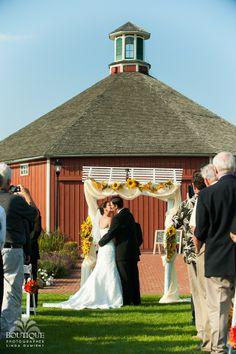 Old World Wisconsin Weddings #OldWorldWisconsinWeddings #OutdoorWeddings