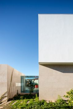 Image 16 of 37 from gallery of House Obidos / Russell Jones Architects + RSM arquitecto. Photograph by Joao Morgado