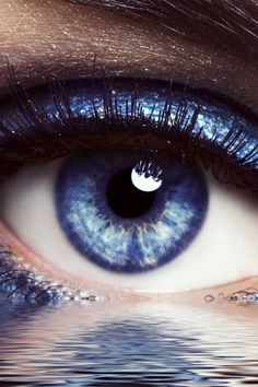 Blue eye over water Eyes Without A Face, Look Into My Eyes, Pretty Eyes, Cool Eyes, Photo Oeil, Eyes Artwork, Behind Blue Eyes, Eye Pictures, Most Beautiful Eyes