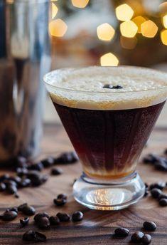 Caramel Espresso Martini Martini Flavors, Martini Recipes, Espresso Vodka, Salted Caramel Vodka, After Dinner Cocktails, Types Of Pie, Vodka Drinks, Alcoholic Beverages, Sangria Wine