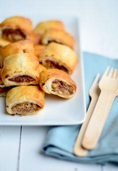 Mini Saucijzenbroodjes-Mini sausage buns x Tapas, I Love Food, Good Food, Yummy Food, Alice Delice, Dutch Recipes, Snacks Für Party, Foods To Eat, Babyshower