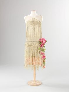 Evening dress, ca 1925 France, the Met Museum, love the flowers