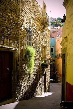 Callejon en Guanajuato, Mexico