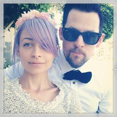 #nicole_richie purple hair n flowers