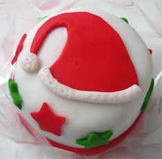 Mini bolo decorado! Receita de massa de nozes, recheio, pasta americana e sugestão de decoracao.