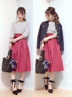いつもの定番コーディネートに取り入れるだけで春らしく、今年っぽさもプラス出来る「ミモレ丈スカート」。今回は、ヘビロテ確実!着回しもきく「ミモレ丈スカート」のおすすめ春コーデをご紹介します。 Uniqlo Style, Office Skirt, The Struts, Asian Fashion, Modest Fashion, Midi Skirt, Womens Fashion, Ladies Fashion, Lady