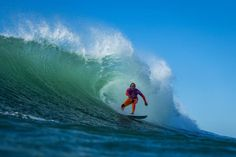 World Surf League:Roxy Pro France Round 1, Round 2 / Current World Champ Stephanie Gilmore is back / ラウンド2のヒート4は、Carissa MooreとStephanie Gilmoreの世界チャンピオン同志の対戦となった。