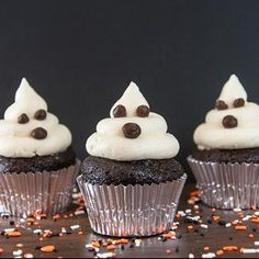 Ghost Cupcakes: Here's a simple tip for frighteningly good Halloween ghosts: Use the new Duncan Hines Decadent Black Halloween Baking, Halloween Ghosts, Halloween Treats, Halloween Party, Ghost Cupcakes, White Cupcakes, Baking Cupcakes, Cupcake Mix, Cupcake Cakes