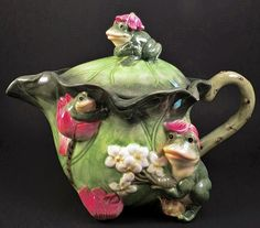 4 Frogs Ceramic Tea Pot Sitting on Lily Pads Large Froggy Frog Teapot