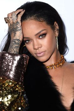 Gorgeous Black Lipstick For Women Looks Cool Style Rihanna, Mode Rihanna, Rihanna Outfits, Rihanna Riri, Rihanna Makeup, Foto Portrait, Black Lipstick, Bad Gal, Looks Cool