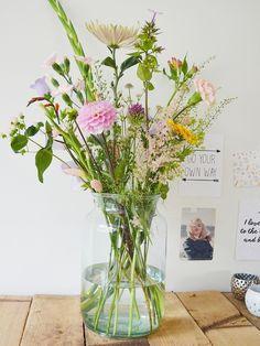 Happy Flowers, Bunch Of Flowers, Simple Flowers, Types Of Flowers, Fresh Flowers, Dried Flowers, Beautiful Flowers, Terrarium Centerpiece, Candle Centerpieces