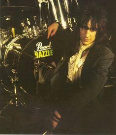 Hanoi Rocks - Razzle 02.12.1960 - 08.12.1984