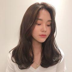 빌드펌 Korean Medium Hair, Korean Long Hair, Medium Hair Cuts, Medium Hair Styles, Curly Hair Styles, Korean Hairstyle Long, Hair Korean Style, Korean Hairstyles Women, Korean Haircut