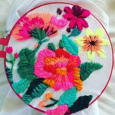 Mexican Embroidery, Folk Embroidery, Learn Embroidery, Cross Stitch Embroidery, Embroidery Patterns, Machine Embroidery, Bordado Popular, Diy Broderie, Bordado Floral