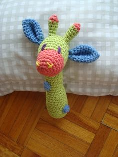 JIRAFA SONAJERO. PATRON Dhttp://animaknitts.hubpages.com/hub/DIY-Free-crochet-patter-of-a-Baby-rattle