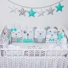 Protector modular para COTS 2 – Baby Pillow Name Baby Boy Room Decor, Baby Boy Rooms, Baby Cribs, Nursery Decor, Baby Pillows, Soft Dolls, Doll Clothes Patterns, Crib Bedding, Pillow Set