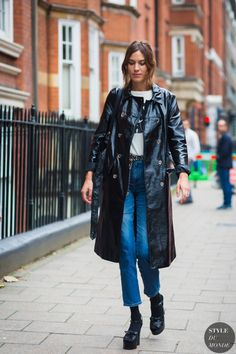 Alexa Chung outside J.W. Anderson show during LFW | September 17, 2016