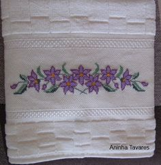 Crochet Bedspread, Diy And Crafts, Cross Stitch, Embroidery, Simple, Cross Stitch Borders, Face Towel, Bath Linens, Crocheting